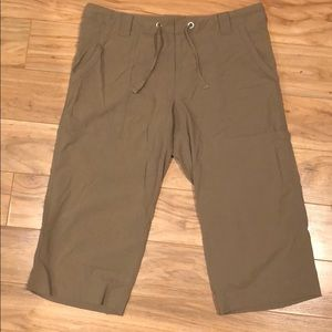 Lucy North Face Crops/Long Shorts size M khaki